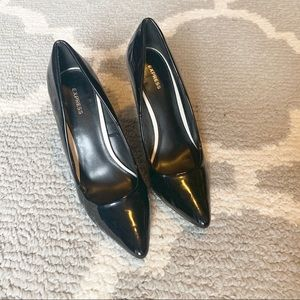 Express black patent leather pumps